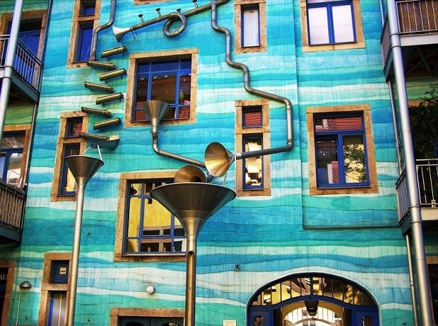 Musical-Rain-Gutter-Funnel-Wall-in-Dresden-Germany-6
