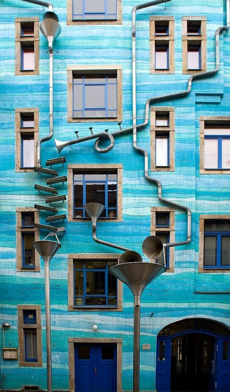 Musical-Rain-Gutter-Funnel-Wall-in-Dresden-Germany-7